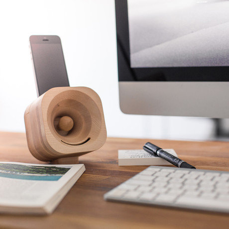 The acoustic smartphone amplifier
