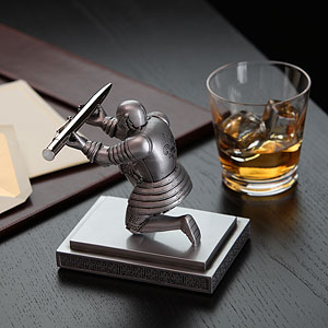 1543 executive knight pen holder ondesk