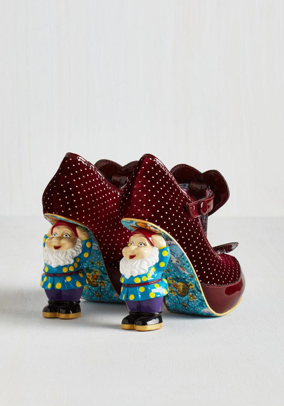 When in gnome heel in burgundy