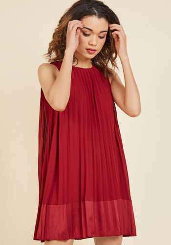 Pleat and greet shift dress in burgundy