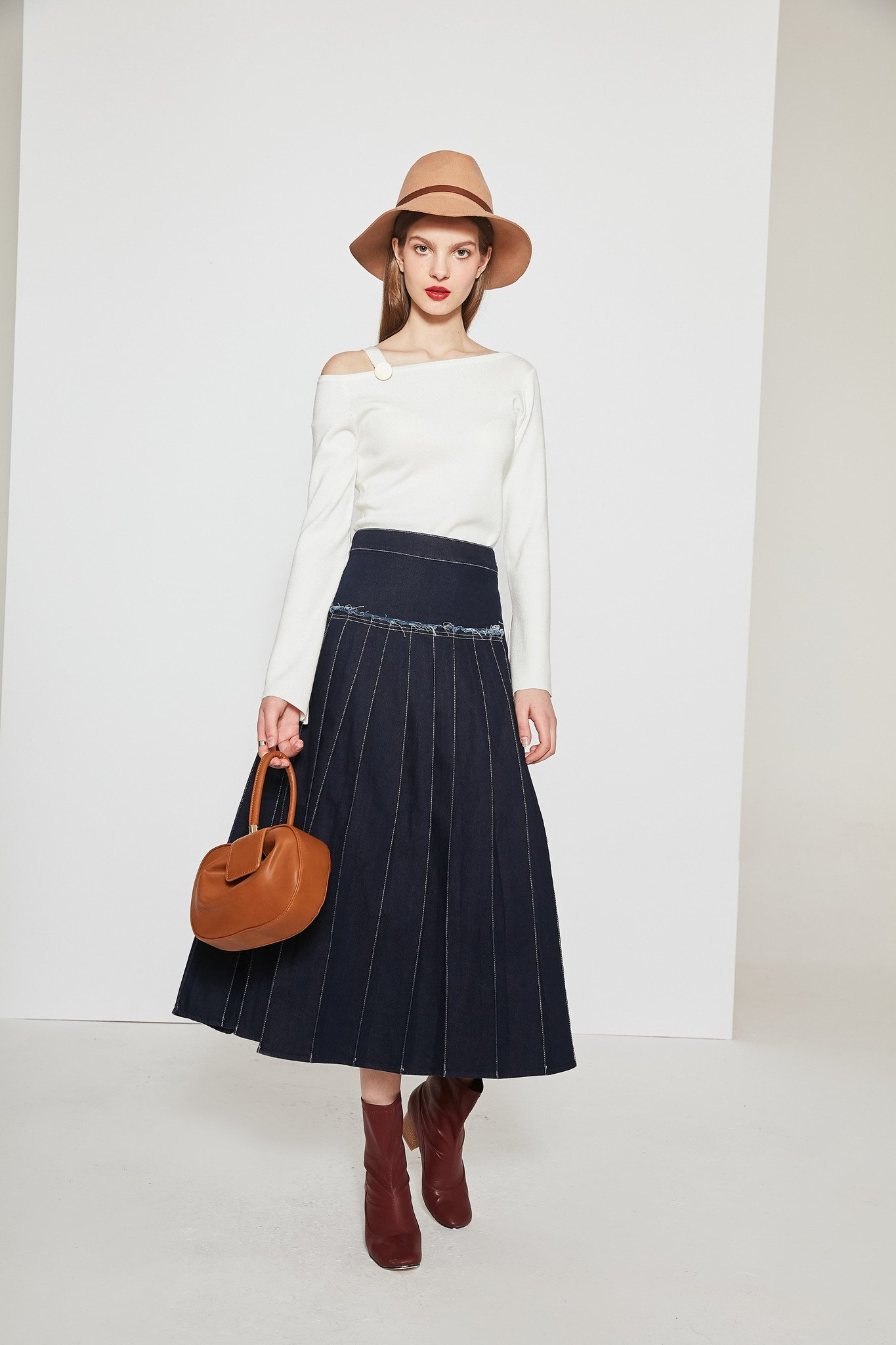 Open fork denim skirt