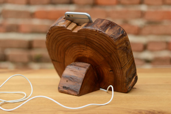Dock wood iphone 6 stand 1