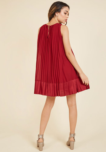 Pleat and greet shift dress in burgundy 2