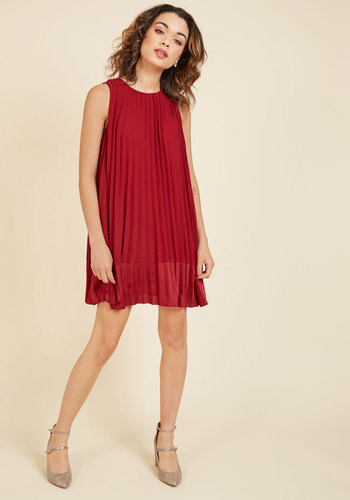 Pleat and greet shift dress in burgundy 3