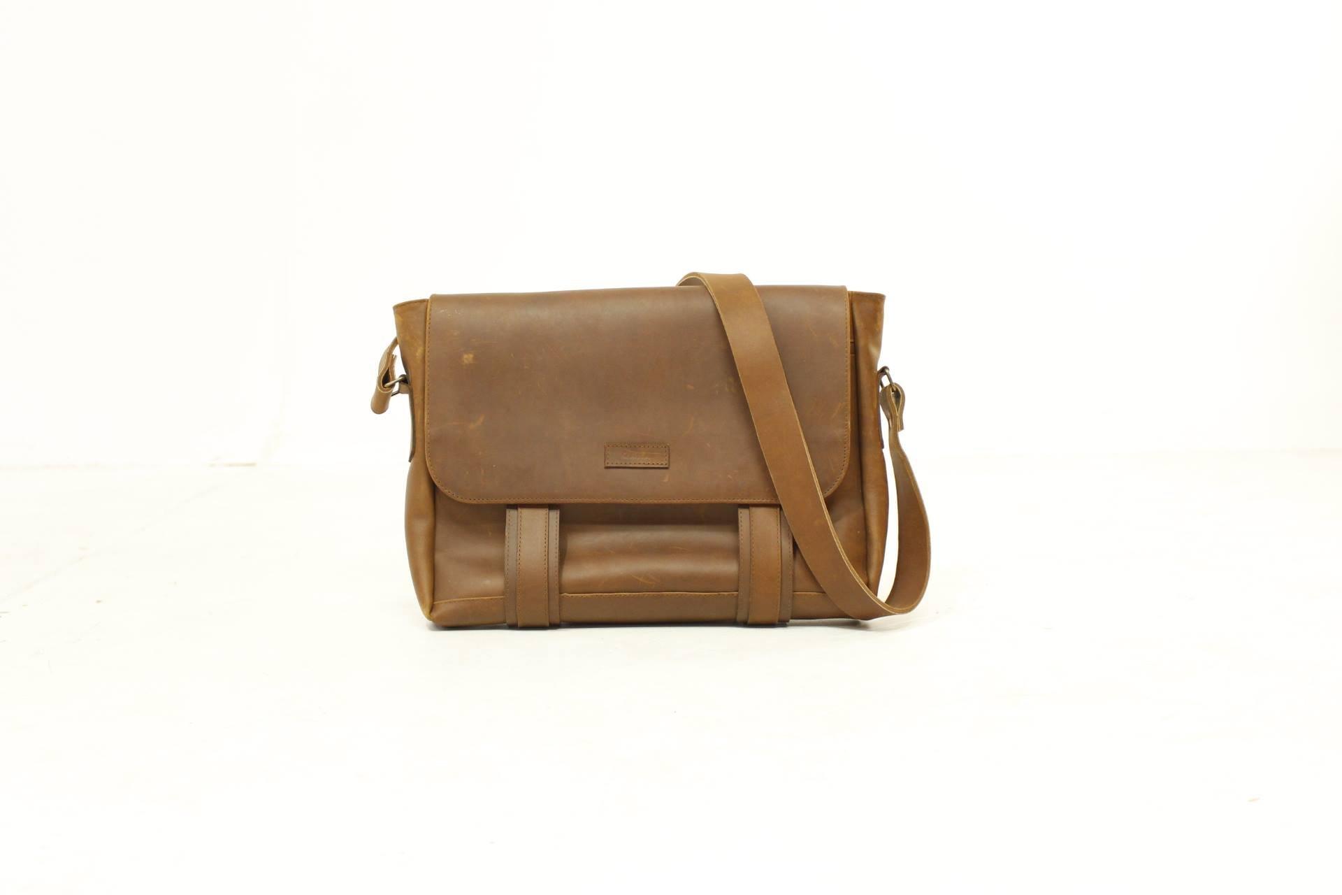 Leather portfolio by qara3